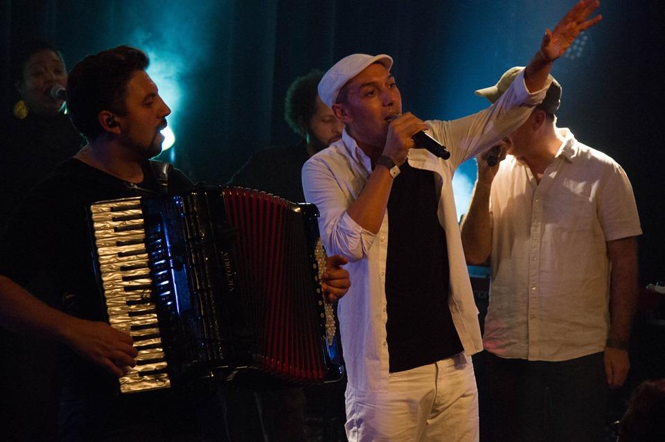 HK & Les Saltimbanks en concert