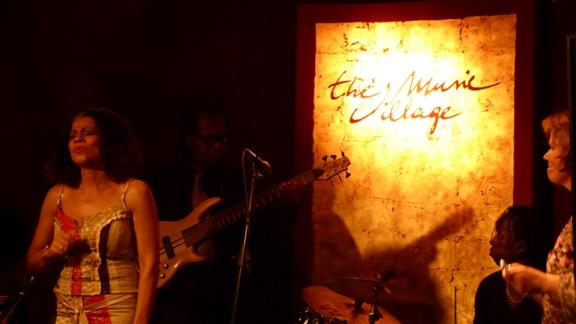 Laurence Kabatu & Madrugada en concert