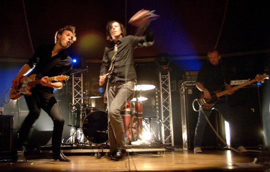 Las Ondas Marteles + Camelia Jordana + The Disciplines + Tokyo Sex Destruction (Festival Europavox 2010) en concert