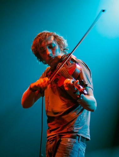 http://www.concertandco.com/crit2/Tiersen-5_SR.jpg