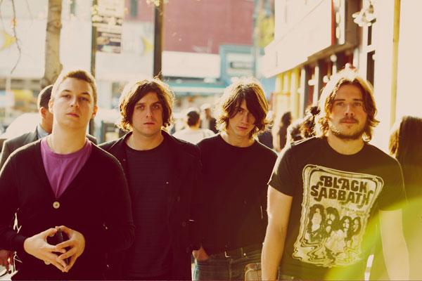 Arctic Monkeys + Eagles Of Death Metal en concert
