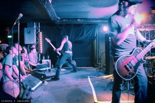 Karma To Burn + Coffin On Tyres + Honky en concert