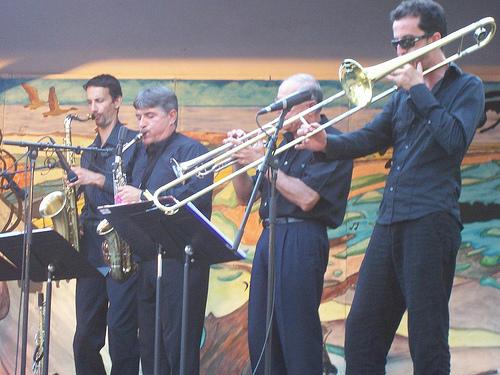 Festival de Big Band de Pertuis Jour 3 : Elie Portal Présente Songs For Two + Superswing (Festival de Big Band) en concert