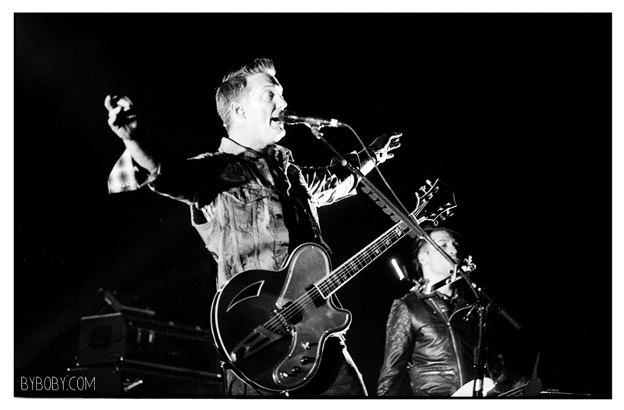Band Of Skulls + Queens of the Stone Age en concert