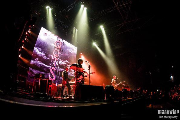 Queens Of The Stone Age + Band Of Skulls en concert