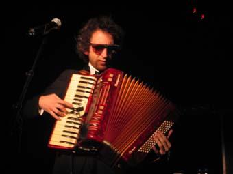 Arthur H + David Lafore Cinq Tetes (Festival Avec Le Temps 2004) en concert