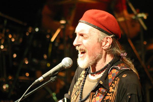 Bill Deraime (interview pour la sortie de Bouge Encore) en concert