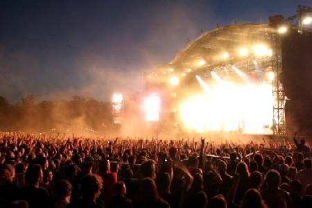(mes) Eurockéennes anciennes - Quelques concerts marquants 3/3 (2000-2002) : /2000 : Alanis Morrissette, -M-, Muse, Nine Inch Nails, Cranberries, Tryo, France Cartigny, Rita Mitsouko, Asian Dub Foundation /2001 : Skull, La Nef des Fous, Yann Tiersen, Les Têtes Raides, La Ruda Salska, The Young Gods, Tricky, Ben Harper & the Innocent Criminals, Nashville Pussy /2002 : The (International) Noise Conspiracy, Mclusky, Sinclair, Saïan Supa Crew, Archive, Noir Désir, Alec Empire, Guem, Miro, Astonvilla, Ska-P, Lofofora, Air, Chemical Brothers (Rammstein) en concert