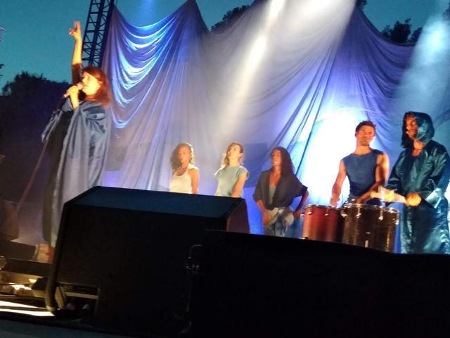 Camille + Témé Tan + Hollydays (L'Edition Festival) en concert