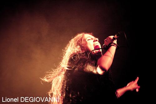 Izia + Dissonant Nation en concert