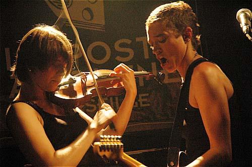 Mansfield Tya + Talitahaa en concert