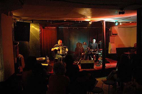 avis et critique du concert de scott taylor djamel taouacht le 05 mai 2006 machine a coudre. Black Bedroom Furniture Sets. Home Design Ideas