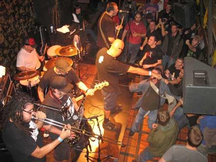 Menpenti + The Sobers + Voodoo Glow Skulls en concert