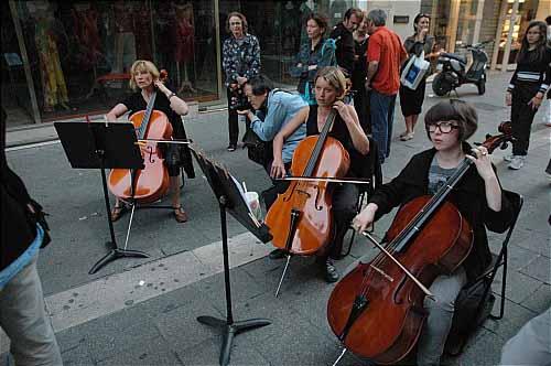 Waves (Festival Les Musiques) en concert