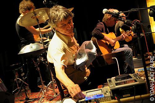 The Young Gods (en acoustique) en concert