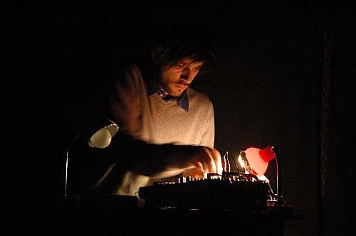 Zol + Fabrice Cesario + Emy C + ... (Harsh noise poetry & Modulo discotronic)  en concert