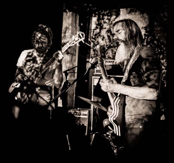 Wooden Shjips + Johnny Hawaii en concert