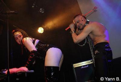 Agapesis + The Cemetary girlz en concert