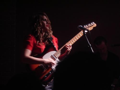 Anna Calvi + Milkymee en concert