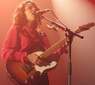 Anna Calvi (+ Roland Moog) en concert