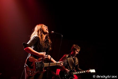 Izia + Ladylike Dragons en concert