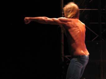 Iggy and the Stooges (Iggy Pop) - Ghinzu (festival Les Voix du Gaou 2005) en concert