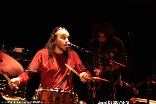Minino Garay + Manosanta en concert