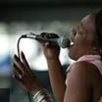 Charmaine Neville en concert