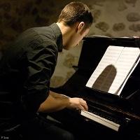 Enzo Carniel en concert