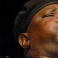 Zim Ngqawana en concert