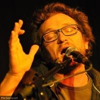 Sam Karpienia en concert